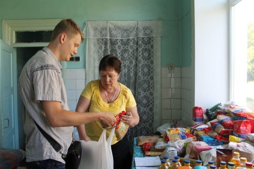 В Артемовский территориальный центр ежедневно обращаются переселенцы из зоны боевых действий, фото-1