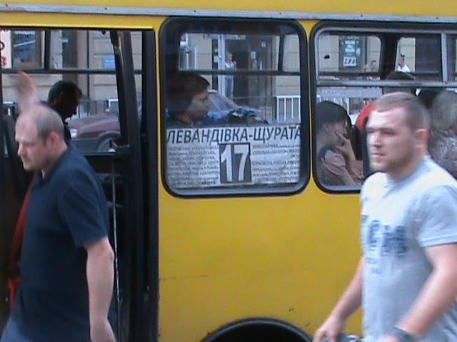 У Львові водіїв зобов'язали привести до ладу несправні сидіння та трафарети (фото), фото-5