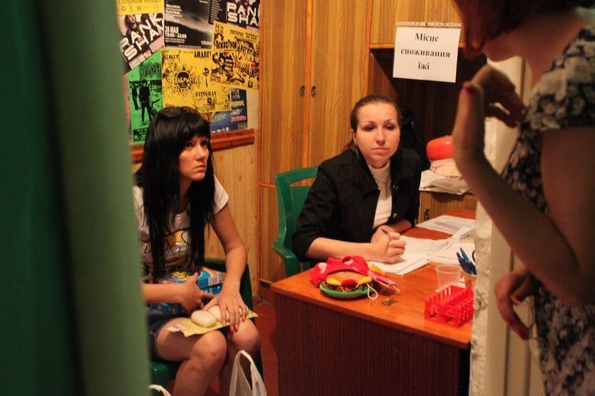 Криворожская молодежь активно помогает переселенцам из Восточной Украины, фото-3