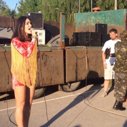 Украинская певица выступила перед черниговскими военнослужащими, фото-1