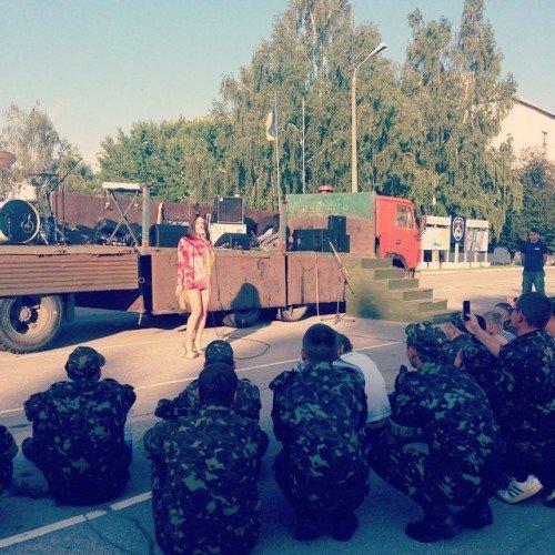 Украинская певица выступила перед черниговскими военнослужащими, фото-3