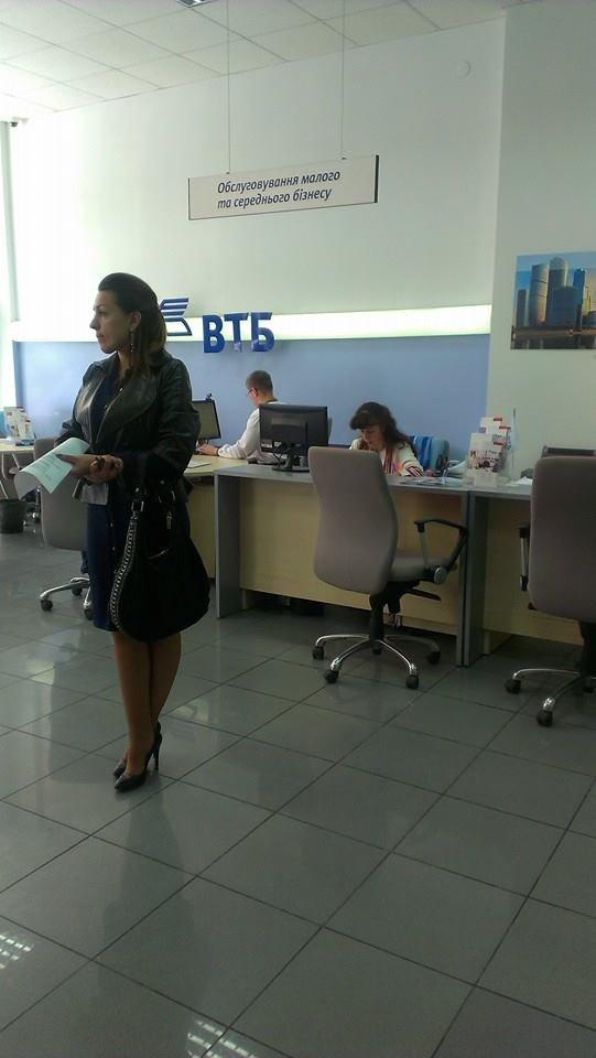 Працівники російського банку у Львові одягнули вишиванки (фотофакт), фото-2