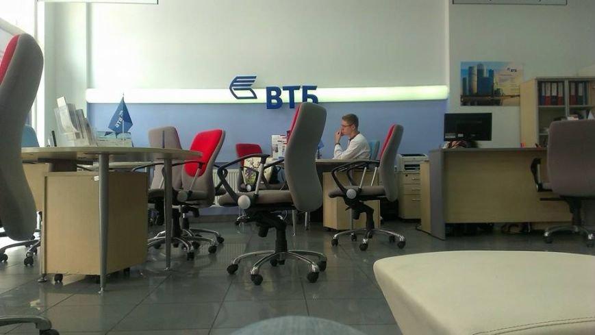 Працівники російського банку у Львові одягнули вишиванки (фотофакт), фото-1