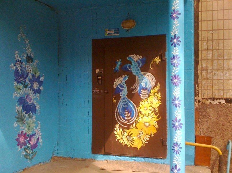 закончена реставрация раскрасить дверь в подъезд фото представляет собой