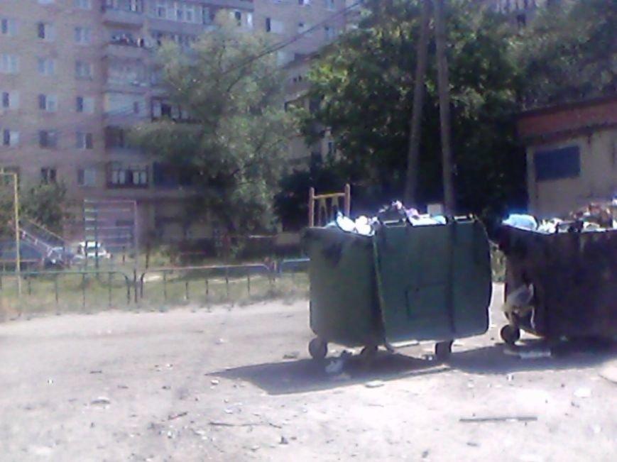 В Сумах жители дома на Харьковской «воюют» с мусорными контейнерами за детскую площадку (ФОТО), фото-3