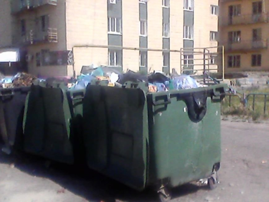 В Сумах жители дома на Харьковской «воюют» с мусорными контейнерами за детскую площадку (ФОТО), фото-4