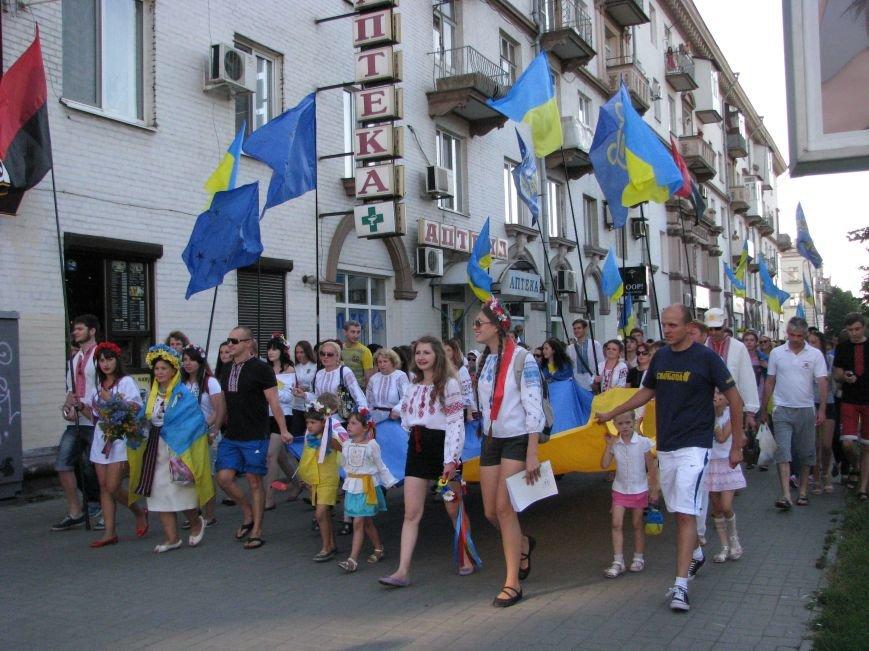 По главному запорожскому проспекту марширует парад вышиванок, фото-1