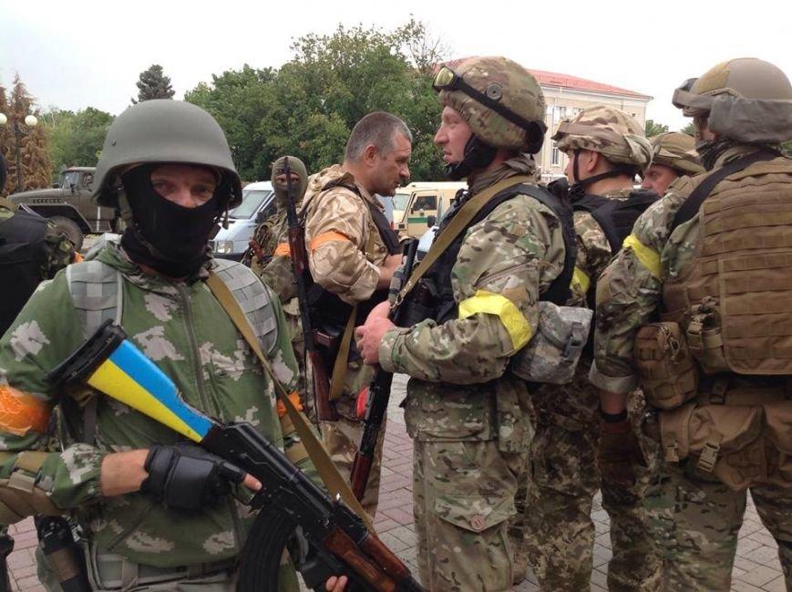 Артемовск под контролем украинских силовиков: в город вошла тяжелая техника (ФОТО + ВИДЕО), фото-6