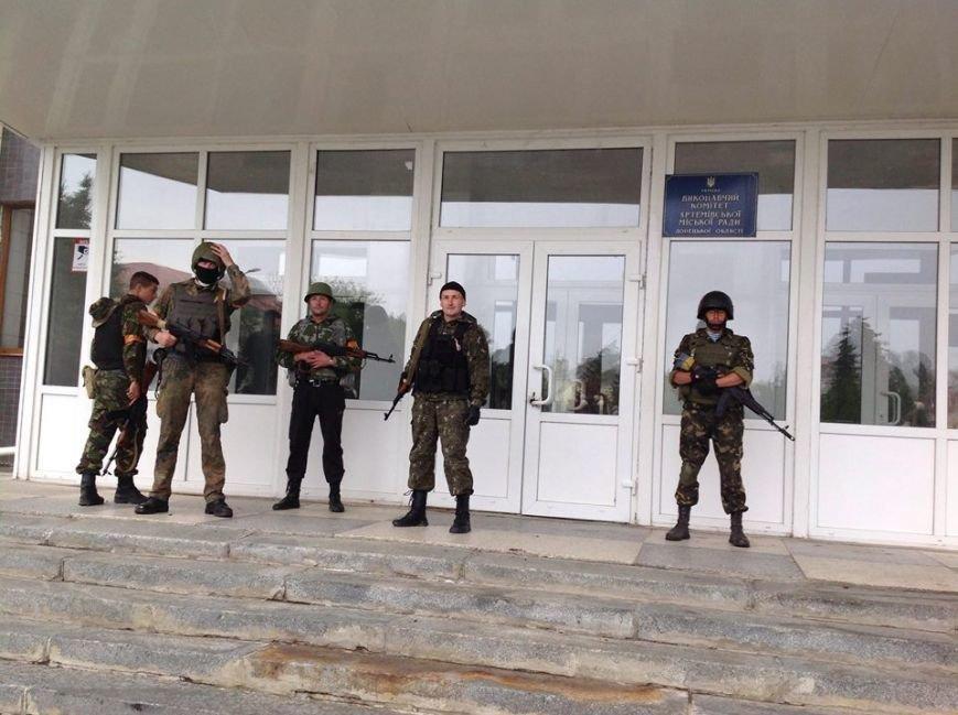 Артемовск под контролем украинских силовиков: в город вошла тяжелая техника (ФОТО + ВИДЕО), фото-5