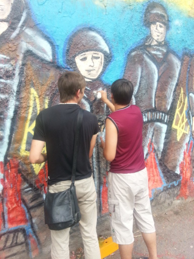 Криворожане защитили граффити памяти «Небесной сотни», фото-1
