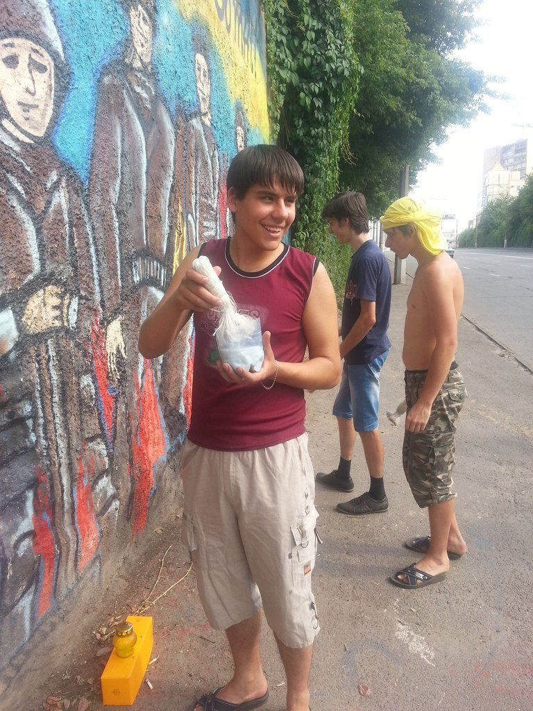 Криворожане защитили граффити памяти «Небесной сотни», фото-4