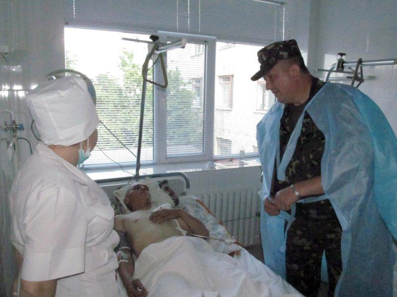 Раненые в зоне АТО украинские солдаты проходят лечение в Изюме, фото-1