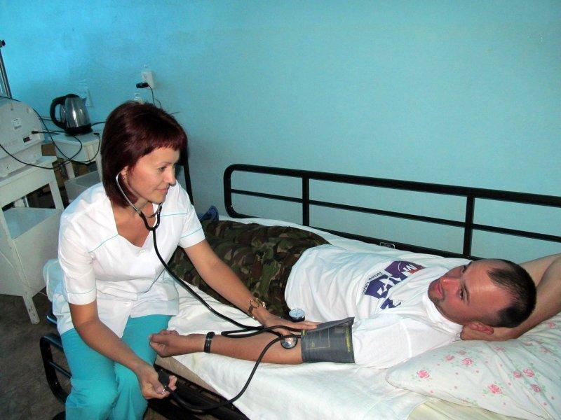 Раненые в зоне АТО украинские солдаты проходят лечение в Изюме, фото-2