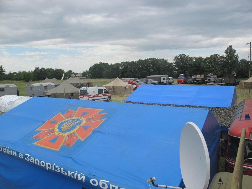 Запорожские спасатели оказывают помощь людям в зоне АТО (ФОТО), фото-2