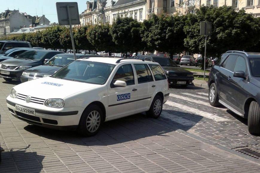 Титул «горе-паркувальник тижня» у Львові отримали власники 6 автівок. Підбірка фото, фото-1