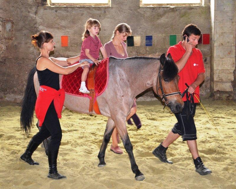 У Львові неповносправних діток лікують коні (фоторепортаж), фото-1
