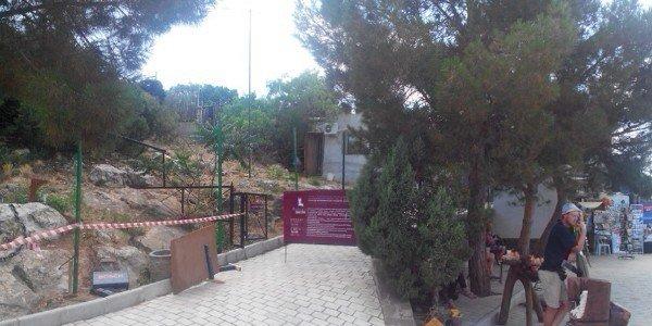Вдоль Ласточкиного гнезда возводят забор, фото-2