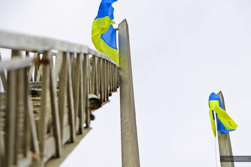 На площади Ленина теперь развеваются два флага Украины (ФОТОФАКТ), фото-4