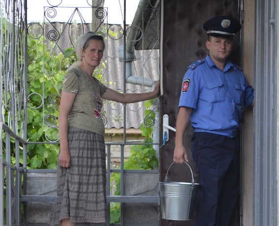 На Рівненщині дільничний інспектор допомагає родині мобілізованого (Фото), фото-3