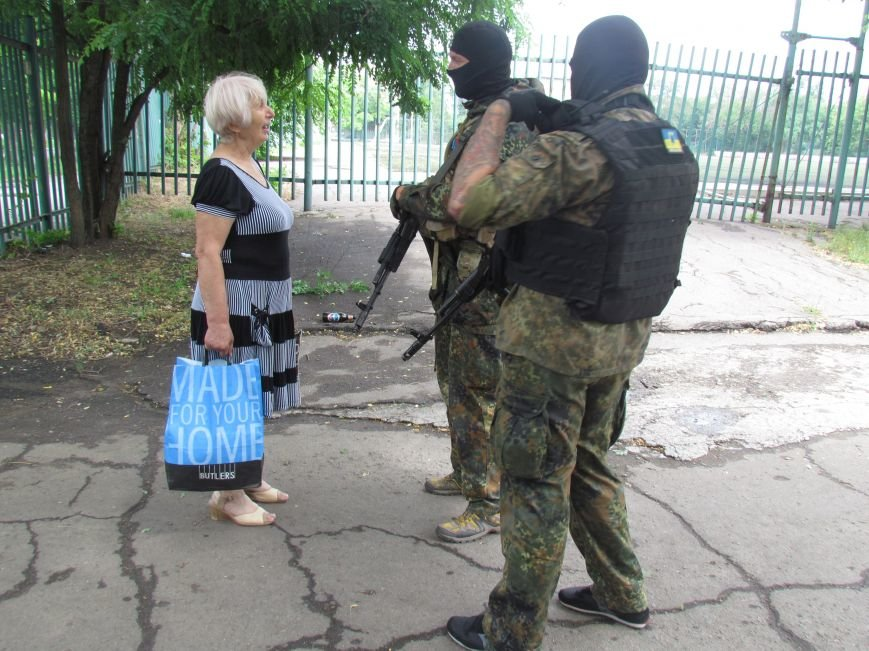 В Мариуполе «черные человечки» обещали защищать город  (Фоторепортаж), фото-3