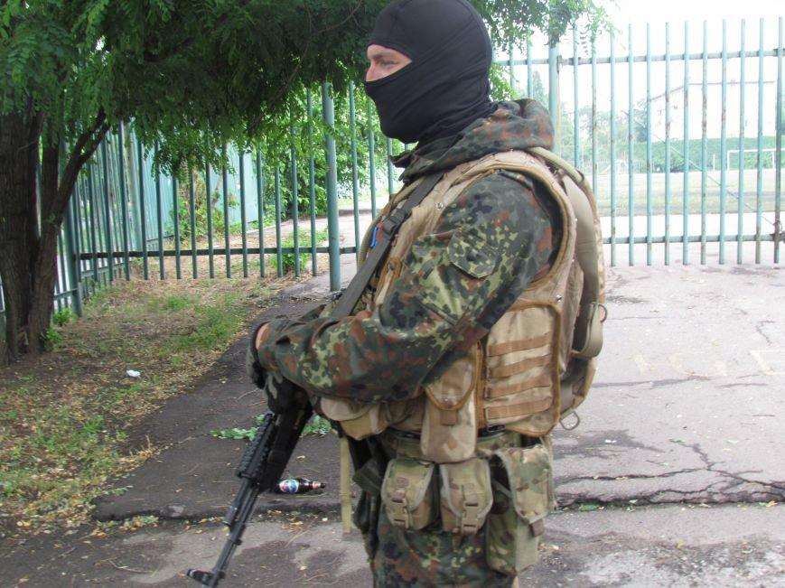 В Мариуполе «черные человечки» обещали защищать город  (Фоторепортаж), фото-2