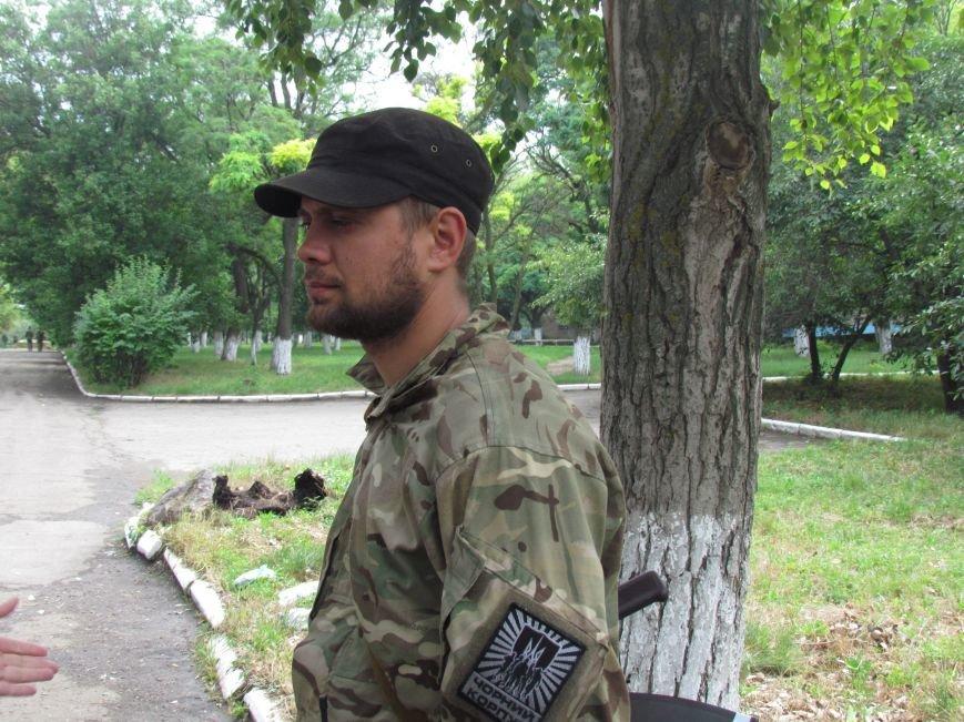 В Мариуполе «черные человечки» обещали защищать город  (Фоторепортаж), фото-1