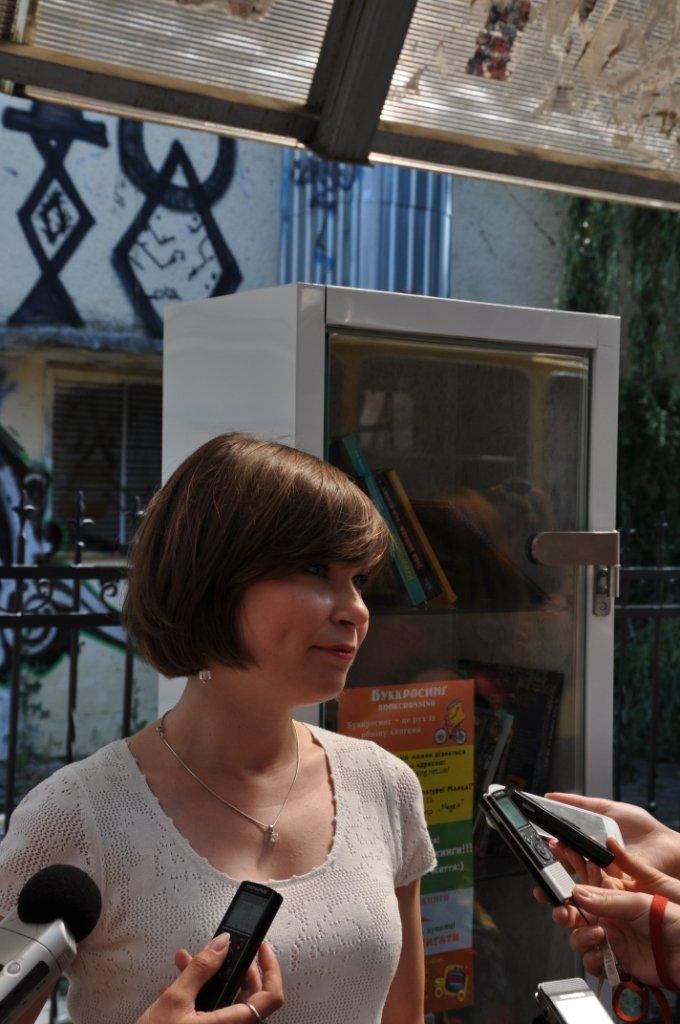 На львівських зупинках з'явились полиці для буккросингу (фоторепортаж), фото-6