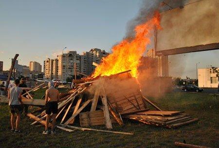 Антимайдан выдал протест киевлян против незаконной застройки за акт «русского сожжения» (Фото), фото-2