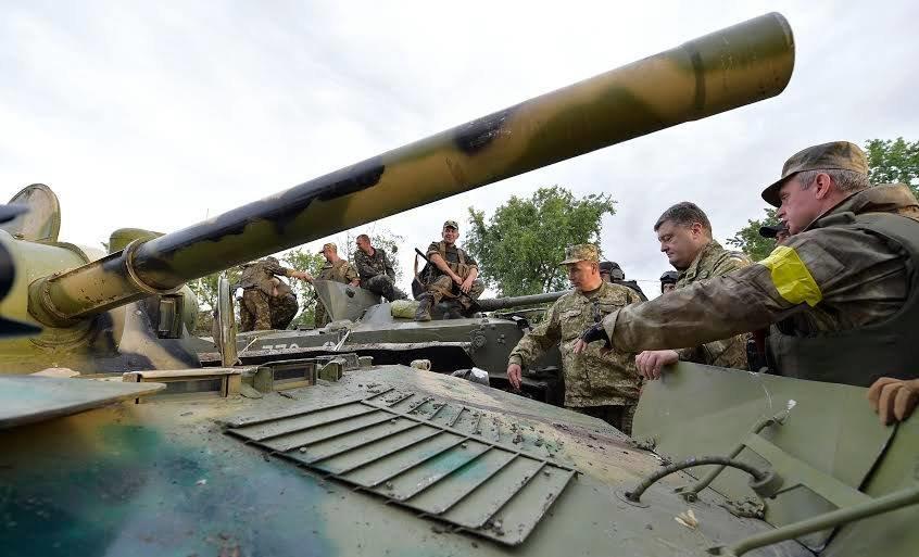 Петро Порошенко одягнув військову форму і відвідав звільнений від терористів Слов'янськ (ФОТО, ВІДЕО), фото-1