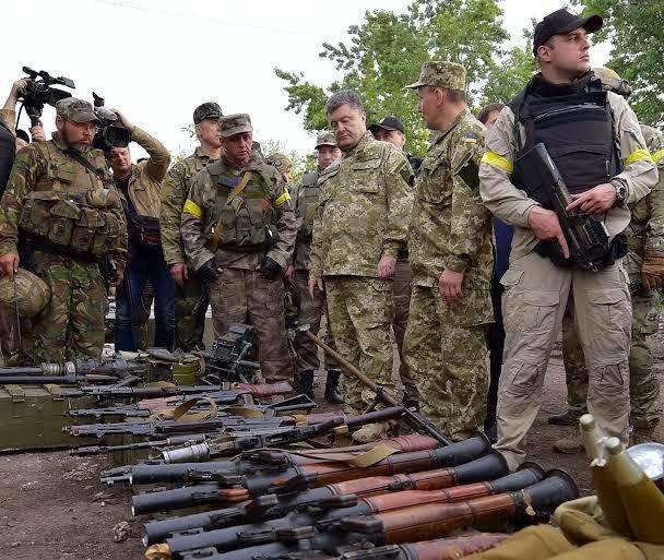 Петро Порошенко одягнув військову форму і відвідав звільнений від терористів Слов'янськ (ФОТО, ВІДЕО), фото-3