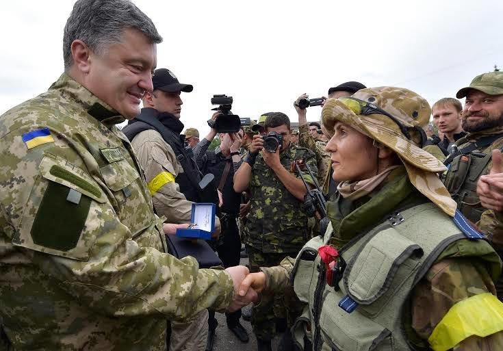 Петро Порошенко одягнув військову форму і відвідав звільнений від терористів Слов'янськ (ФОТО, ВІДЕО), фото-2