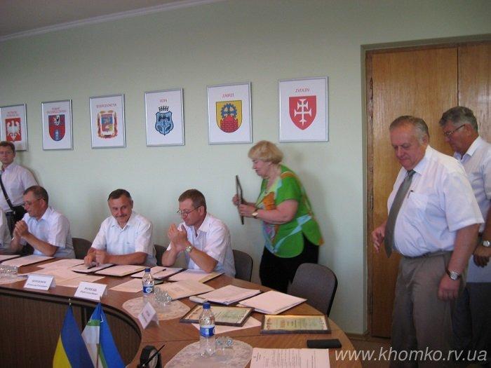 Мер Рівного вручив подяки за спонсорську підтримку дитячого будинку (фото) - фото 1