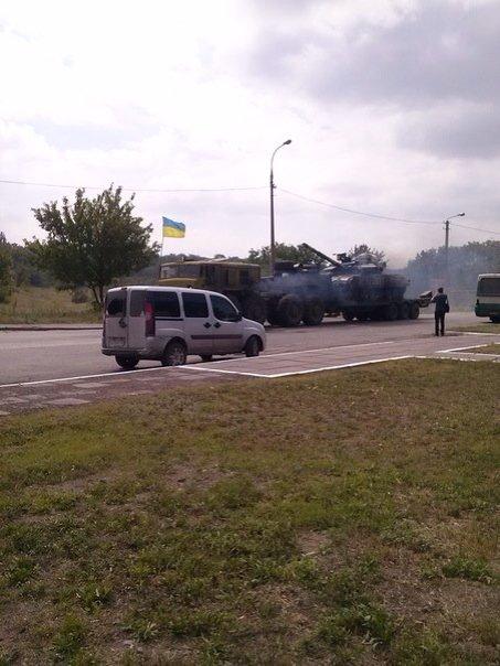 В  Мариуполе проезд военной техники вызвал накал страстей, который усмиряли выстрелами в воздух (Дополнено, ФОТО, Видео), фото-7