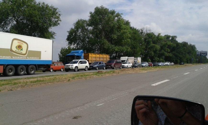 В Мариуполе на блокпосту образовалась огромная очередь (ФОТОФАКТ), фото-1