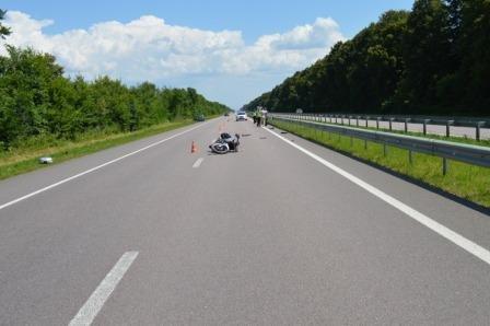 На Рівненщині через розрив мопедної шини на трасі госпіталізовано двох людей (Фото), фото-1