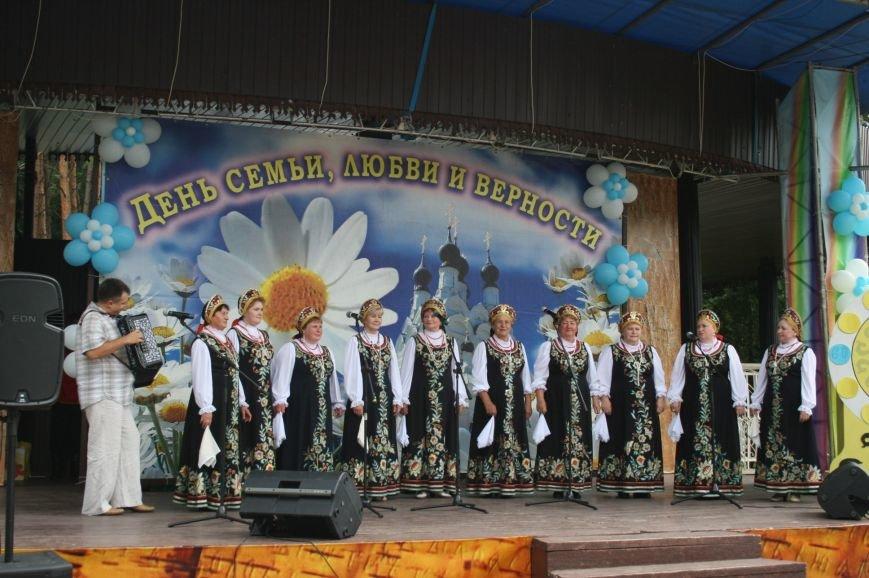Выставка-презентация Лобановского и Краснопутьского округов проходит в парке Елочки, фото-4