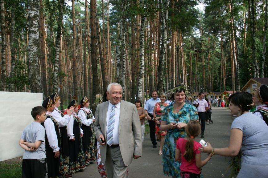 Выставка-презентация Лобановского и Краснопутьского округов проходит в парке Елочки, фото-3