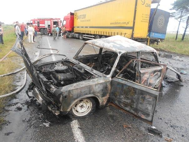 Біля Львова вантажівка розтрощила фуру та два легковика (фоторепортаж), фото-2