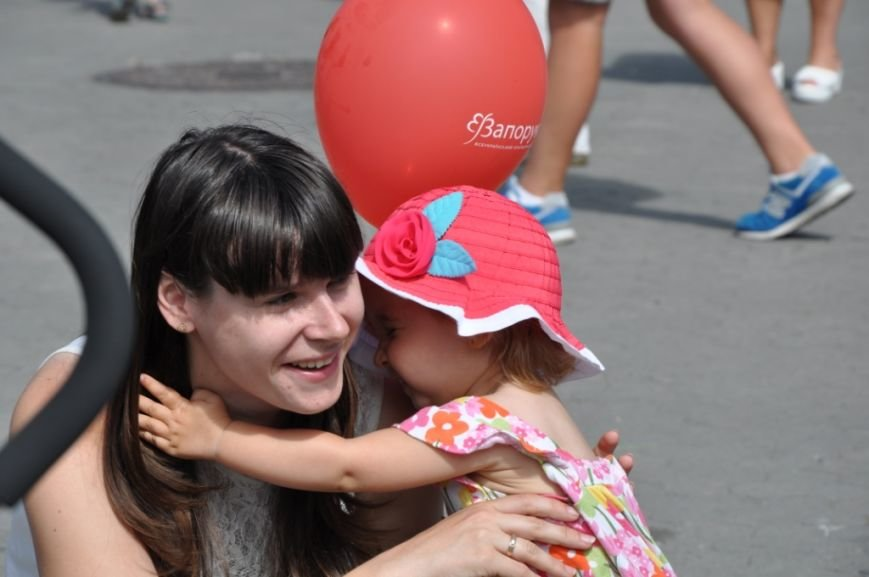 У Львові продавали червоні носики, аби зібрати гроші для лікування хворих малюків (фоторепортаж), фото-21