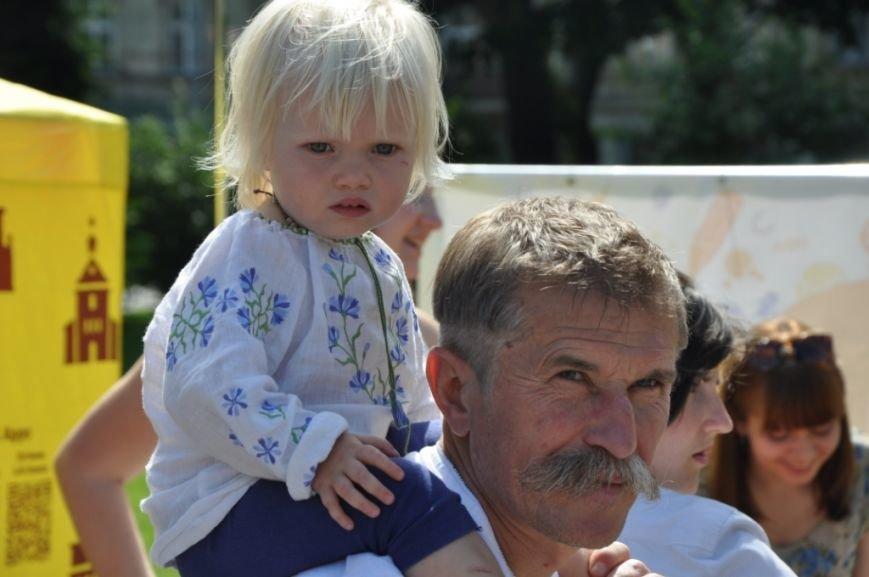 У Львові продавали червоні носики, аби зібрати гроші для лікування хворих малюків (фоторепортаж), фото-1