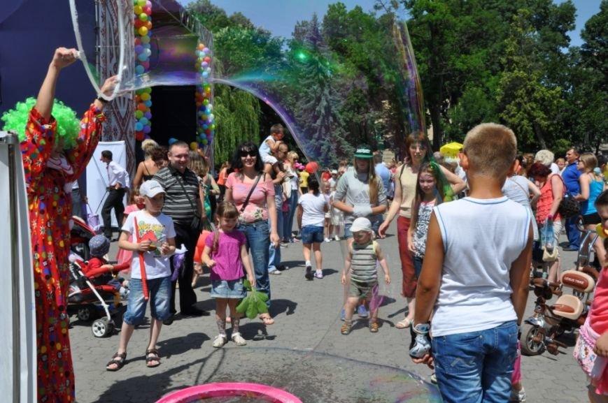 У Львові продавали червоні носики, аби зібрати гроші для лікування хворих малюків (фоторепортаж), фото-10