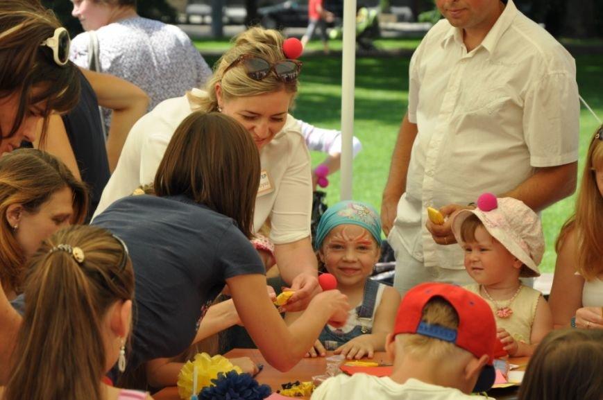 У Львові продавали червоні носики, аби зібрати гроші для лікування хворих малюків (фоторепортаж), фото-17