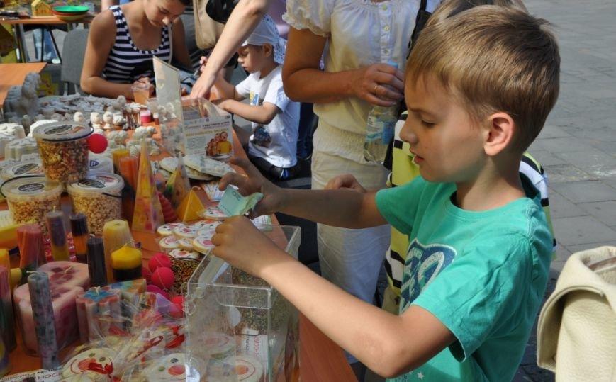 У Львові продавали червоні носики, аби зібрати гроші для лікування хворих малюків (фоторепортаж), фото-20