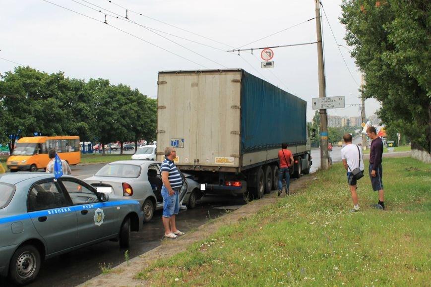 В Сумах на Харьковский Daewoo напоролся на стоящую фуру (ФОТО), фото-3