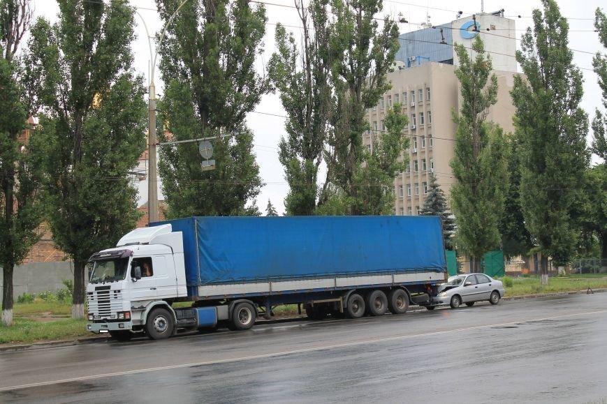 В Сумах на Харьковский Daewoo напоролся на стоящую фуру (ФОТО), фото-1