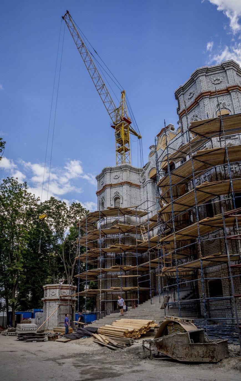 Скандал вокруг масштабной стройки в центре Харькова сошел на нет: храм Жен-Мироносиц возведут быстрее, чем планировали, фото-9
