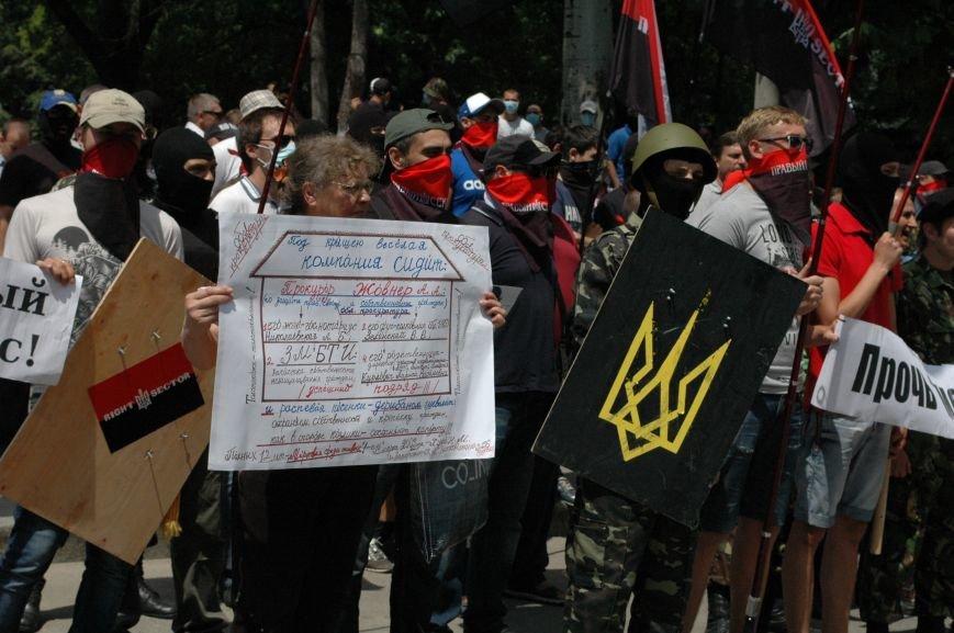 ФОТОРЕПОРТАЖ: В Запорожье под УВД собрались несколько сотен людей в масках и со щитами (ОБНОВЛЕНО), фото-8
