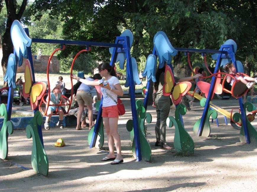 Парк трудовой славы: многолюдно и грязно (фото) - фото 1