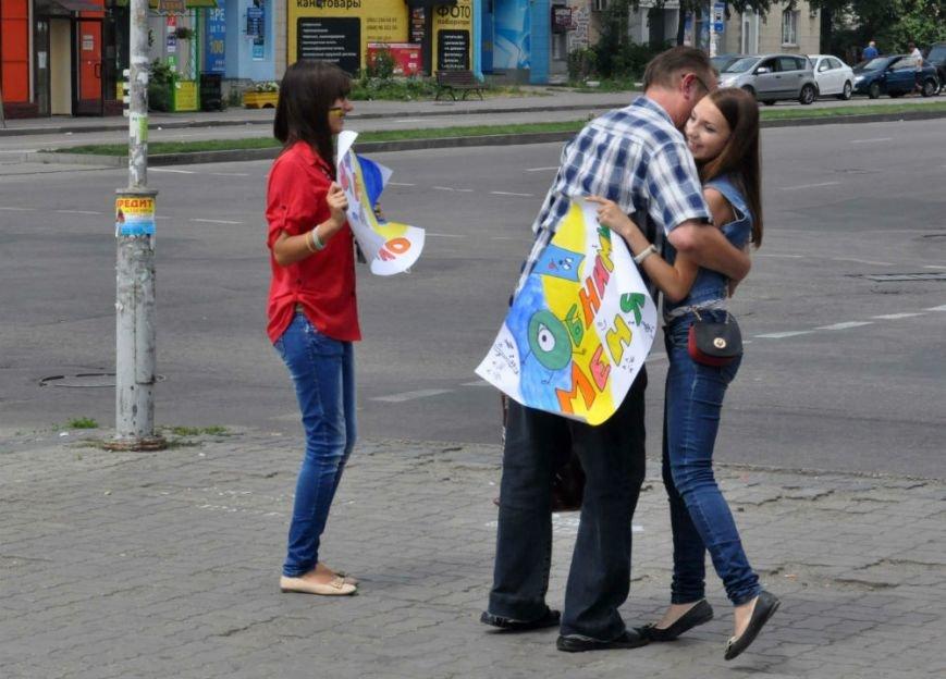 В Запорожье «обнимашки» прибавили горожанам хорошего настроения (ФОТО), фото-2