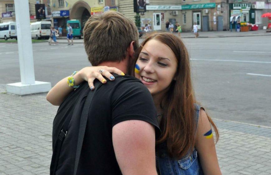 В Запорожье «обнимашки» прибавили горожанам хорошего настроения (ФОТО), фото-5